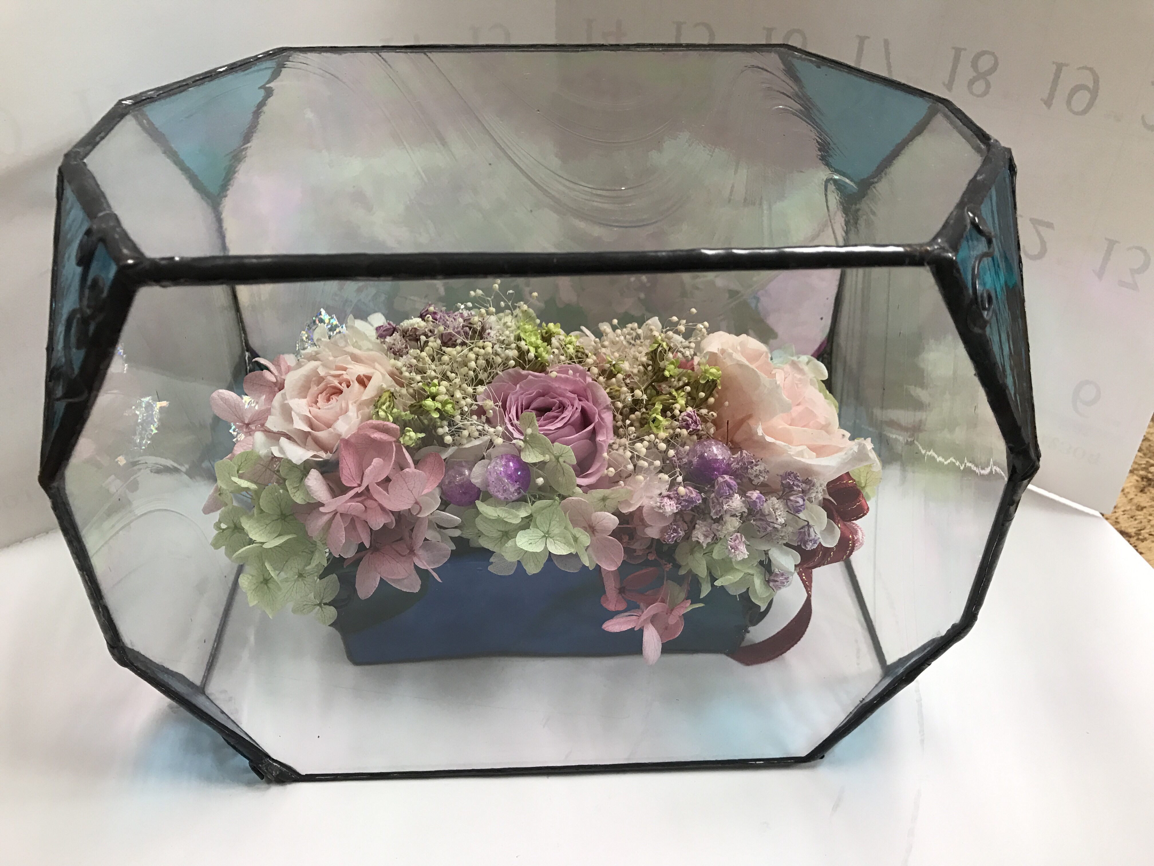 プリザーブドの花にガラスのカバー